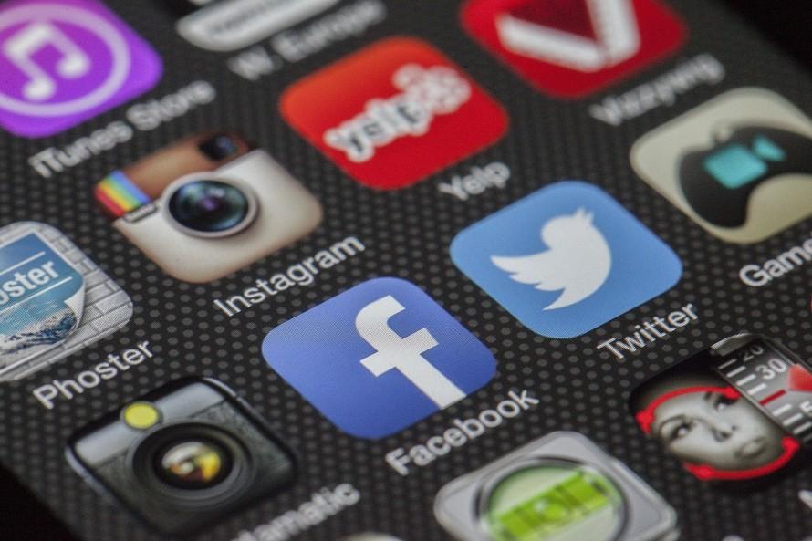 Twitter Facebook Blog